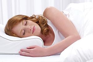 A women sleeping with side sleeper pillow