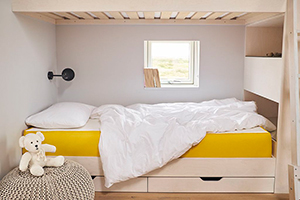 A kids rooms with side sleeper pillow